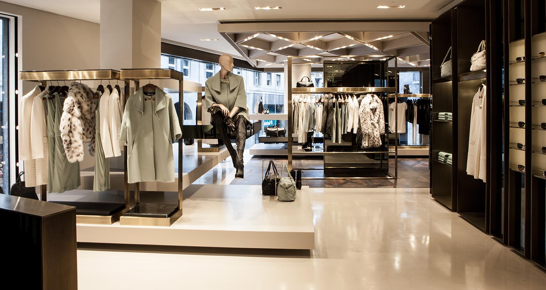 Versace collection nuova apertura a milano theoldnow for Piani di costruzione di negozi gratuiti