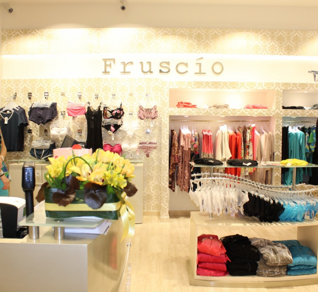 Fruscio - boutique Milano - Via Carducci, 9 [1600x1200]