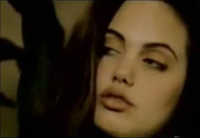 angelina_jolie_video_venditti_alta_marea