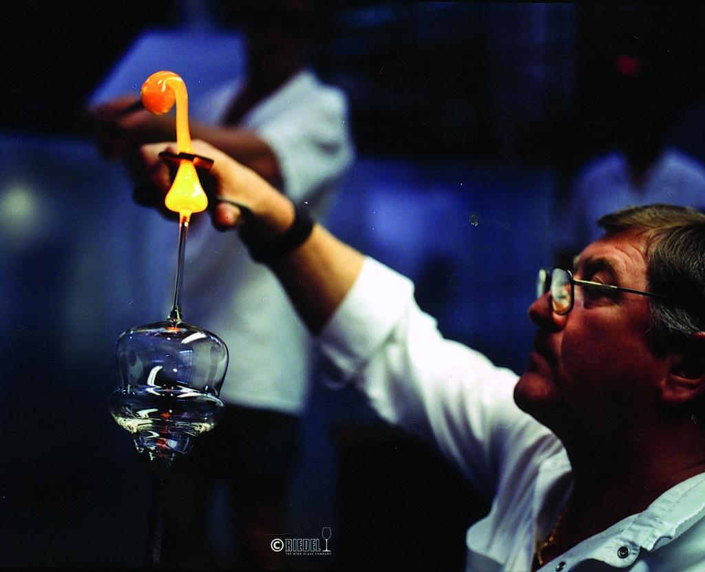 Riedel Kufstein_Glass maker at work