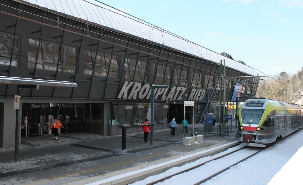 Winter_direct_to_lift_copyright_TVB_Kronplatz-Photo_20130118_4817_Ried