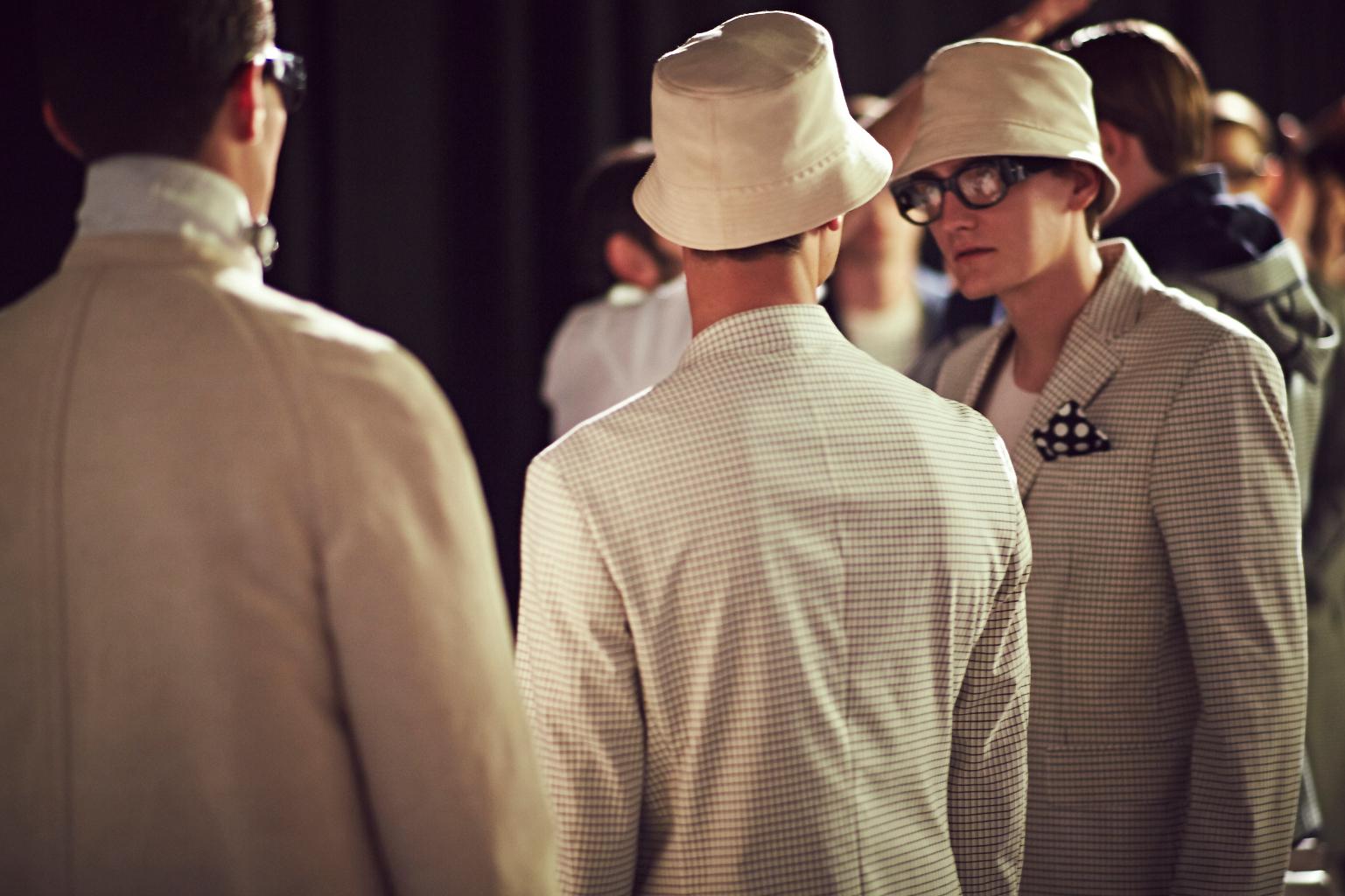 Canali-SS15-backstage12