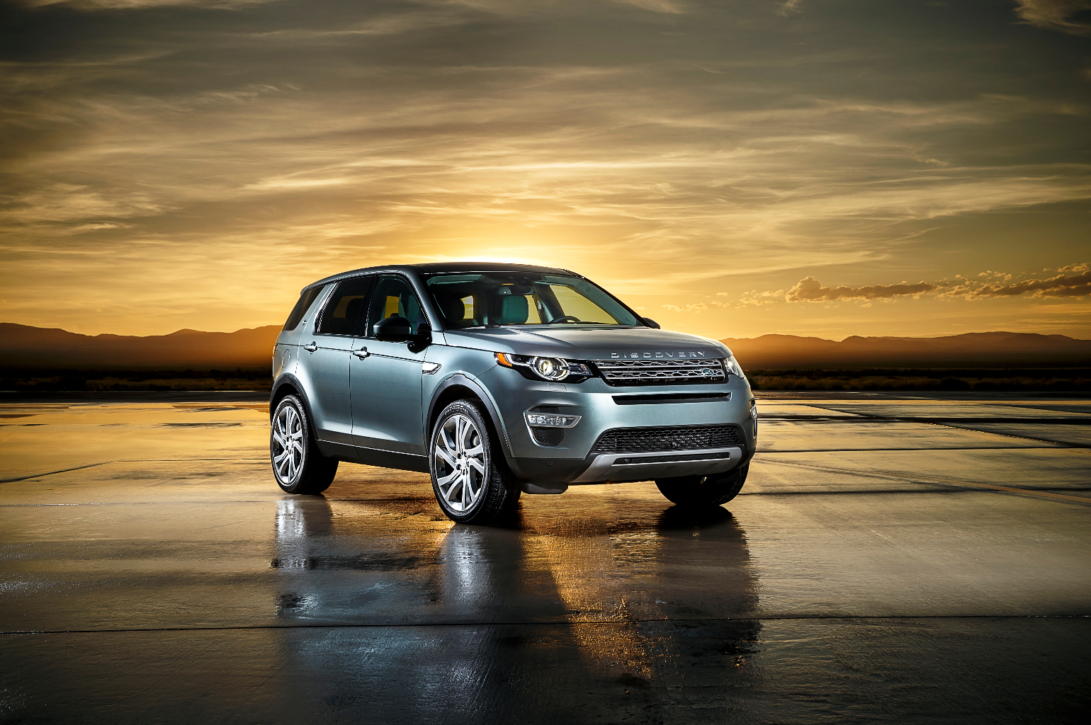 LR_Discovery_Sport_03_(93350)