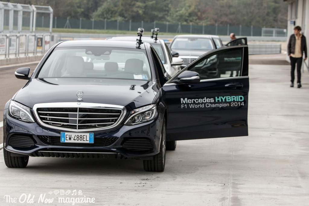 Mercedes-Benz  Hybrid (8)