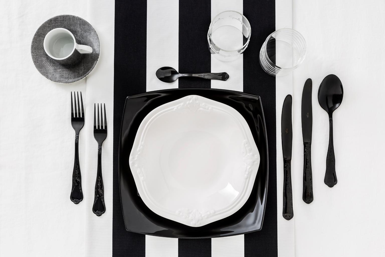 03-Dalani-tavola-Black-and-White-trend-Primavera