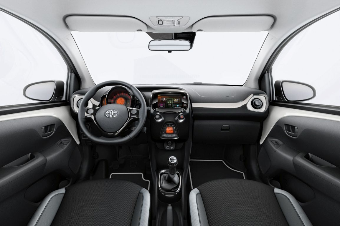 Toyota x-pure (3)