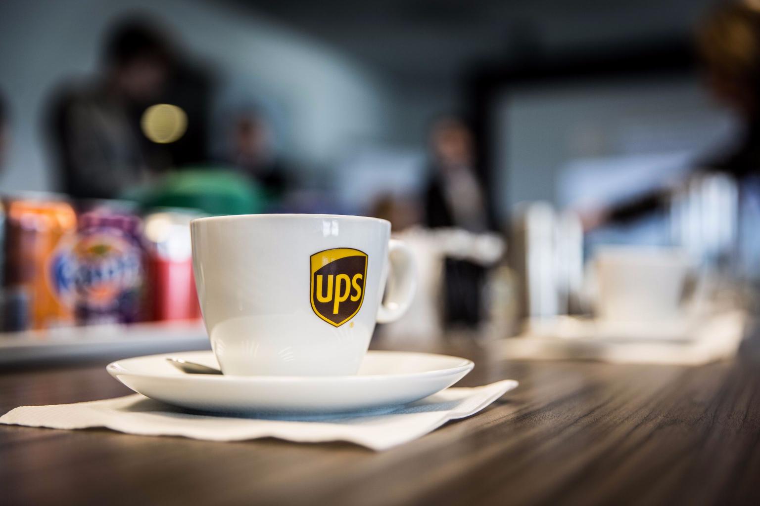 UPS - 000