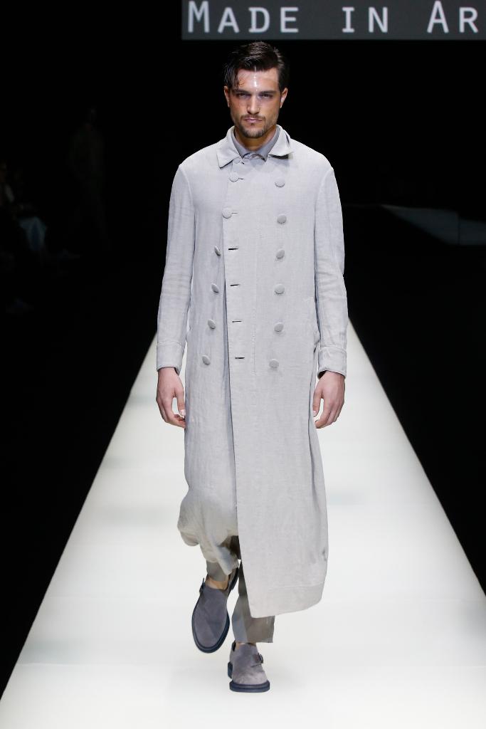 Giorgio Armani Menswear SS18_01