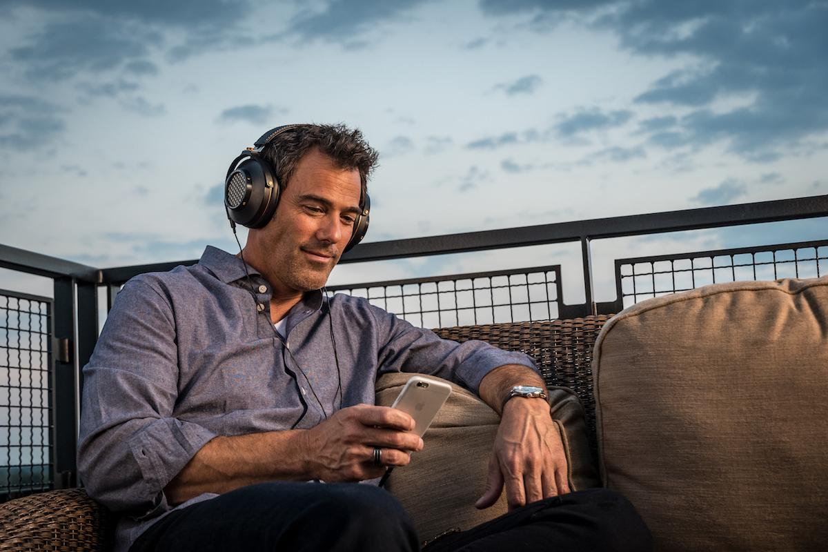 Klipsch_Heritage_Headphones_lifestyle53